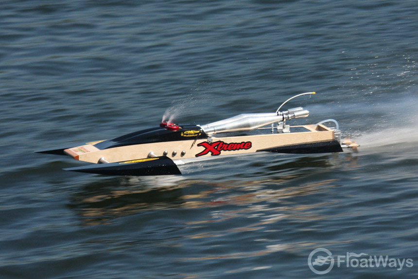 The FloatWays Absolute RC Boats Guide for Speed Loving Racers - FloatWays